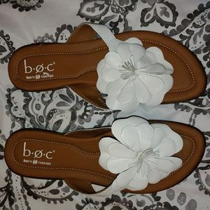 B.O.C white flower sandal